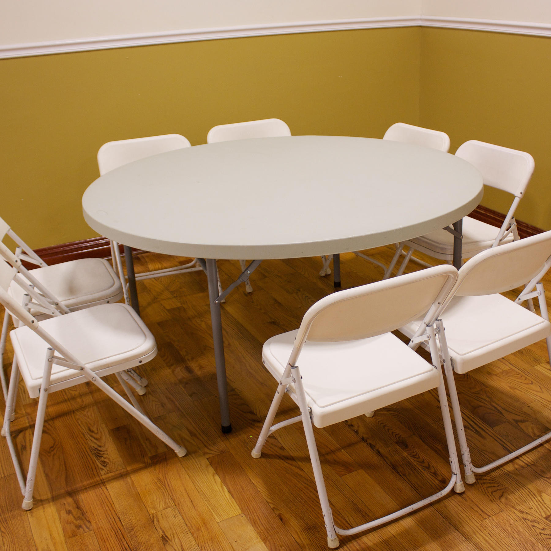 48″ Round Tables seats 8